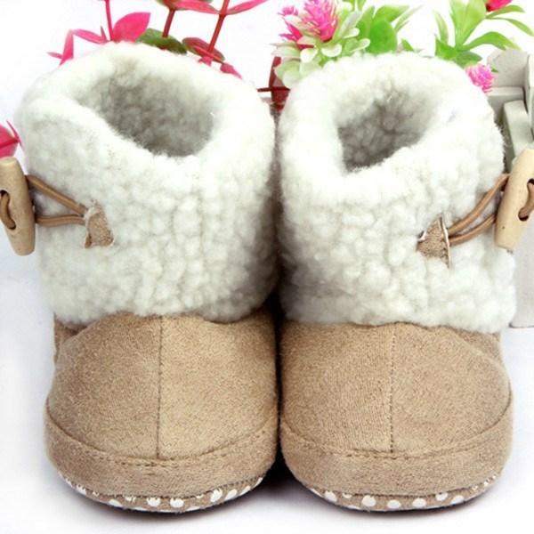 8194a0187 Comprar Botas bebé niña marrón claro con botones de madera