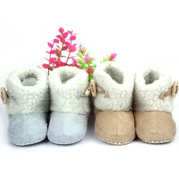 86b68888d Comprar Botas bebé niña marrón claro con botones de madera