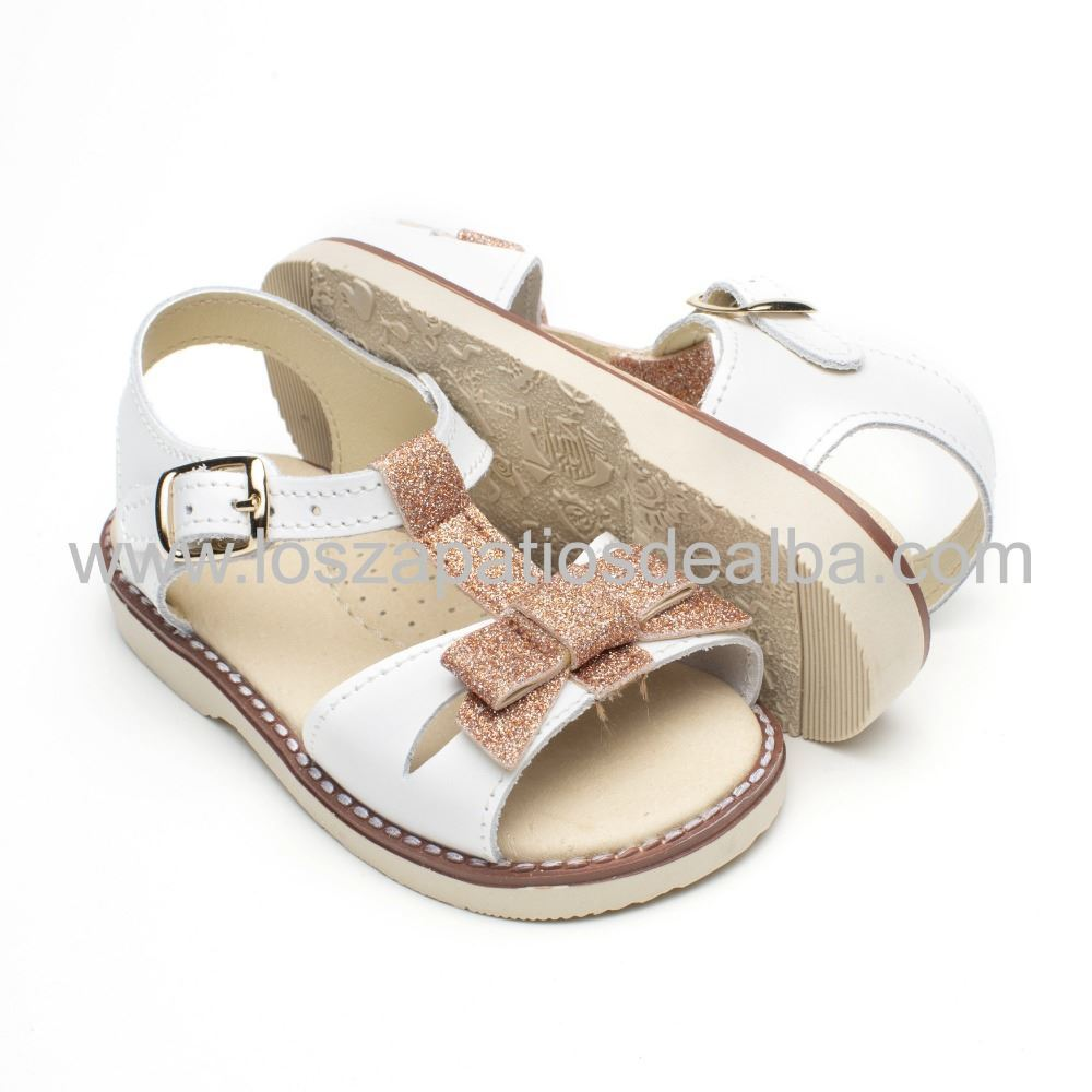 83fe8c278 Sandalias Niña Blancas Elegantes. Precios Baratos. Made Spain