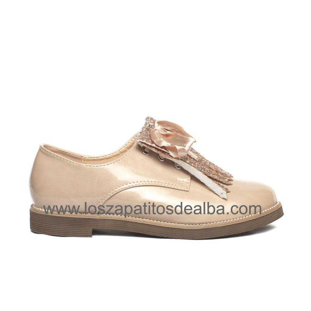 5999a40d159 Zapato Blucher Niña Beige Modelo Charol Inglés ...
