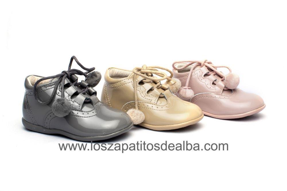 Zapatos bebé Inglesitos Gris Charol Modelo Pompones